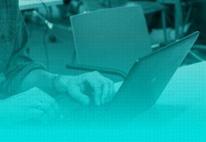 Polscy programiści: jakie mają wykształcenie i doświadczenie? Wnioski z badania Stack Overflow